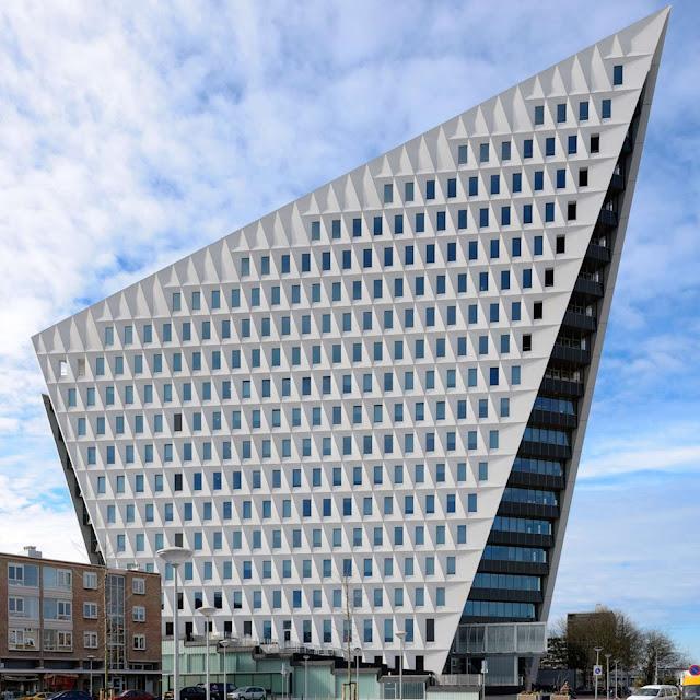 03-Municipal-Office-Leyweg-by-Rudy-Uytenhaak