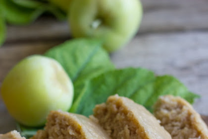 GLAZED APPLE CINNAMON OATMEAL BREAD