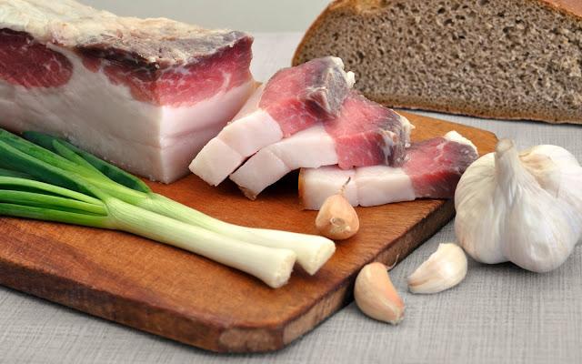 сало, сало соленое, сало копченое, фотонатюрморты с салом, еда, кулинария, фотонатюрморты кулинарные, красивые фото с едой, картинки кулинарные, мясопродукты, свинина, бекон, корейка, закуска, закуска под водку, изображения, для вебмастера, для фотошопа, для оформления сайта,сало красивые фото,