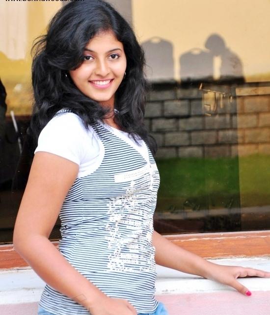 Tamil Actress Anjali Glamour Stills