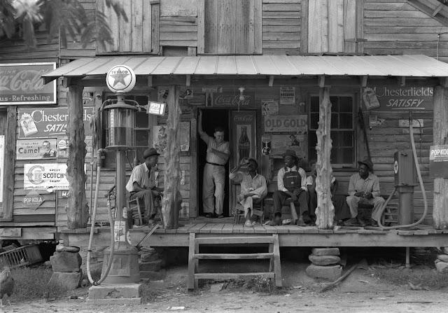 Pria di toko Gordonton, North Carolina pada tahun 1939