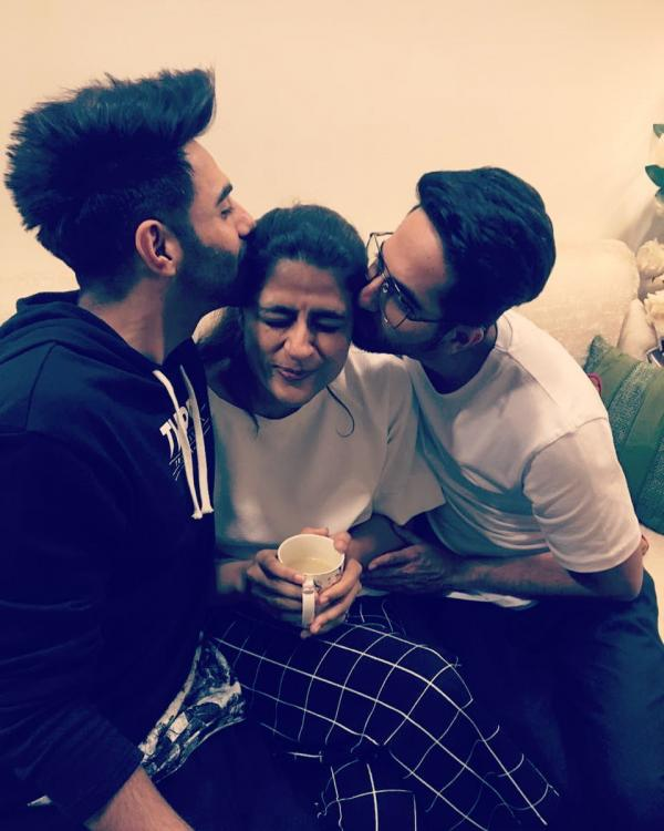 Ayushmann+Khurrana%E2%80%99s+blissful+moments+with+wife+Tahira+and+brother+Aparshakti%21.jpg