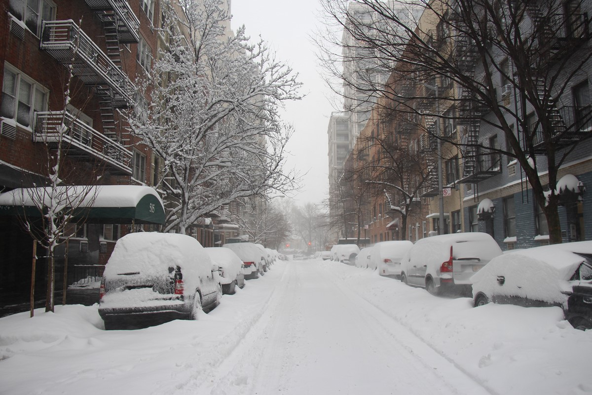 Snow in the Upper East Side, NYC. Li, a Scottish and NYC lifestyle blogger talks about the 26 things that she loves about NYC