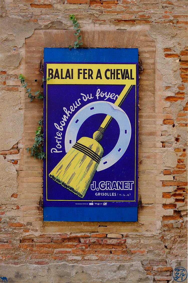 Le Chameau Bleu - Blog Voyage sur le Canal des Deux Mers à Vélo - Affiche Village Grisolles Tarn Et Garonne