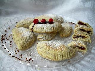Kruche pierożki z kaszy gryczanej (ciastka z dżemem)
