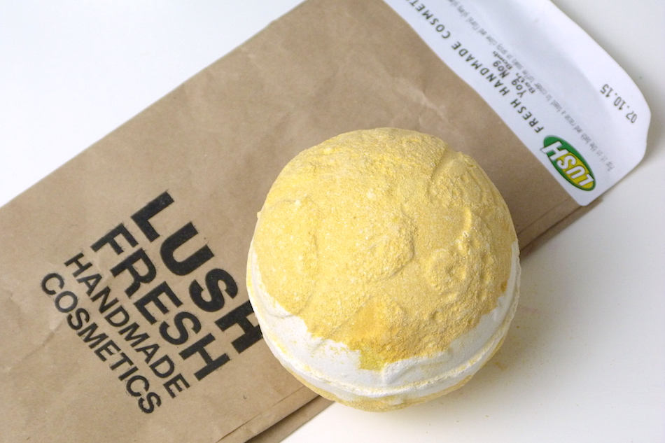 an image of Lush Yog Nog bath bomb review