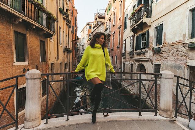 Neonowy sweter  - Czytaj więcej