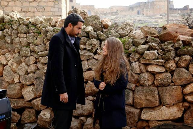 Filme Online, Diyar pe care a răpit-o Emin Ali, dă nas în nas cu moartea. În timp ce Diyar este căutată în toate cotloanele, Dicle are mustrări de conştiinţă şi încearcă să se sinucidă lăsând în urma sa o scrisoare în care poveste totul.