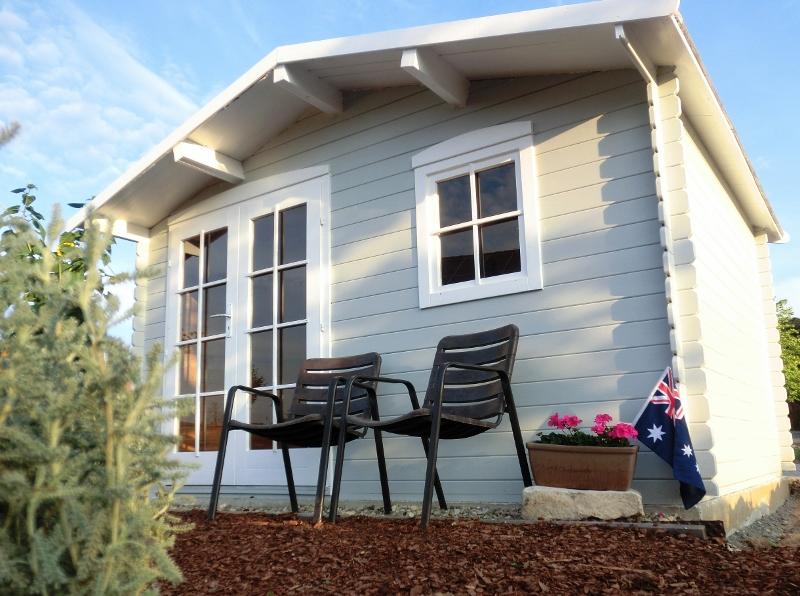 do mi s garten fertiges gartenhaus. Black Bedroom Furniture Sets. Home Design Ideas