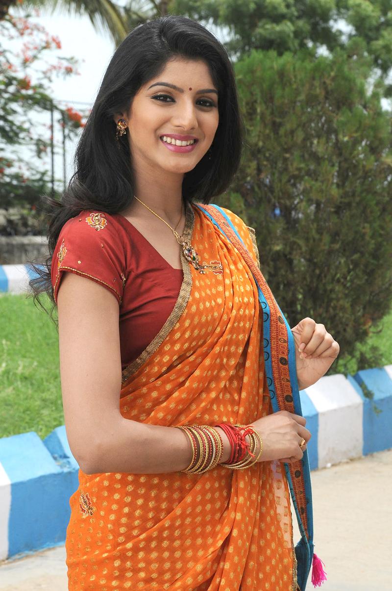 Celeb Saree ..: Cute Tamil Actress Joshna in Saree Sexy ...