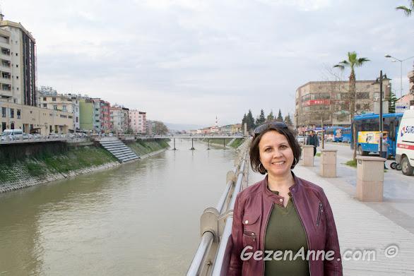 Asi nehri kıyısında yürürken, Antakya Hatay