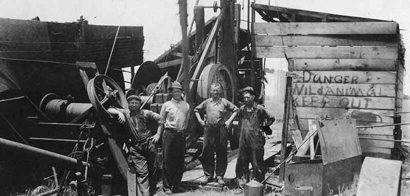 Рабочие на нефтескважине