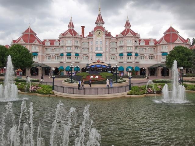 Disneyland Hotel, puerta de entrada al parque