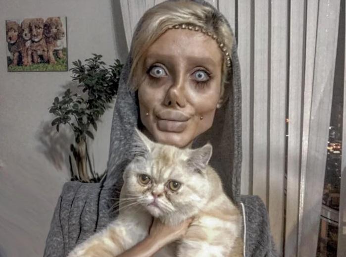 Pazzesco! 50 operazioni per sembrare Angelina Jolie? La chiamano Zombie Girl | FOTO VIDEO
