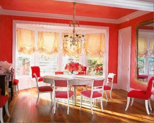 Comedor con paredes rojas