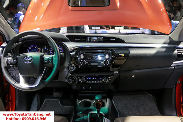 HILUX 2016 toyota tan cang 12 -  - So sánh Toyota Hilux và Mitsubishi Triton 2016 : Cạnh tranh mạnh mẽ trong phân khúc xe bán tải