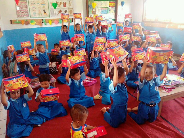 Biskuit Makanan Tambahan diterima dengan suka cita oleh anak-anak TK