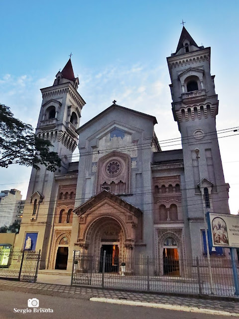 Vista ampla da fachada da Paróquia Nossa Senhora Auxiliadora - Bom Retiro - São Paulo