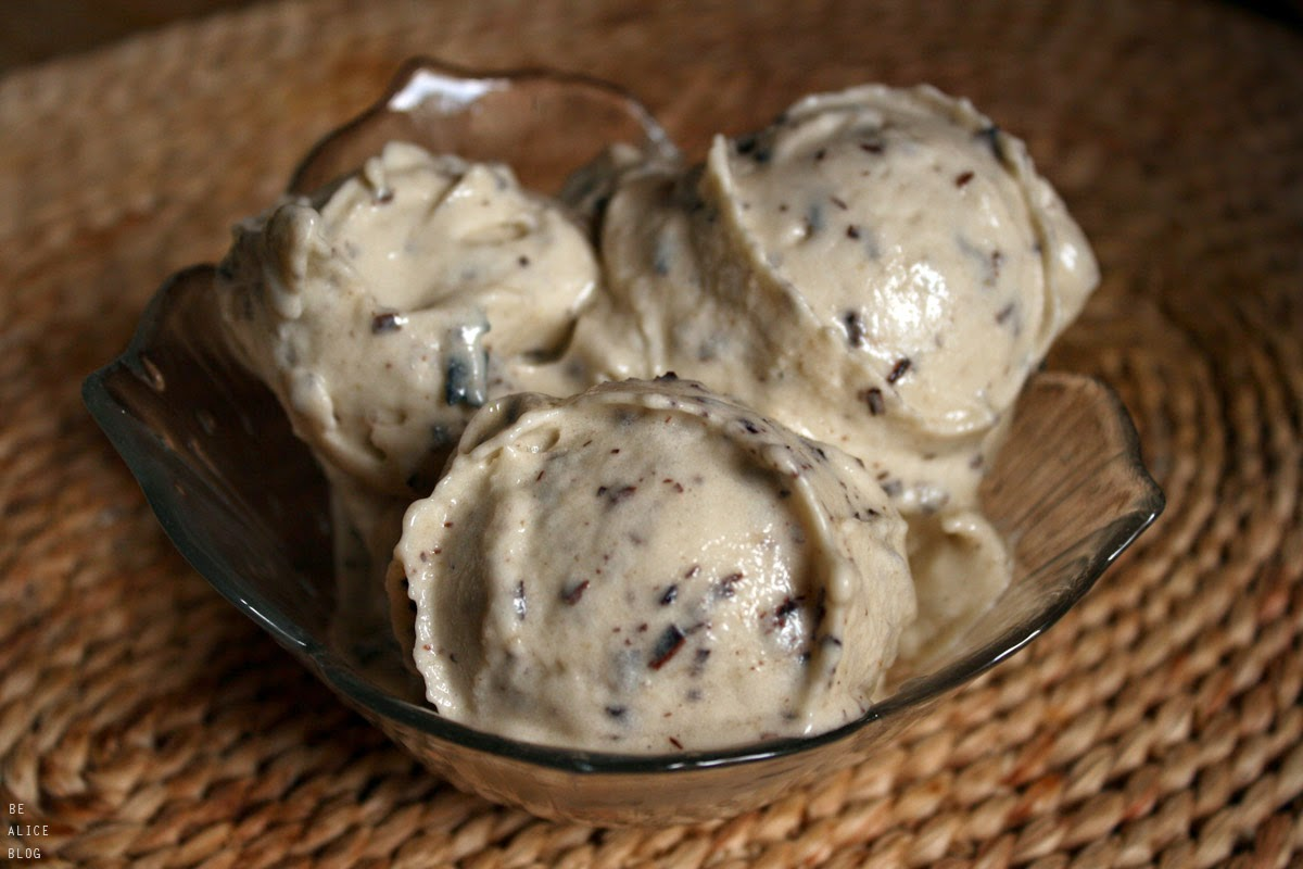 http://be-alice.blogspot.com/2014/07/stracciatella-ice-cream-raw-vegan.html