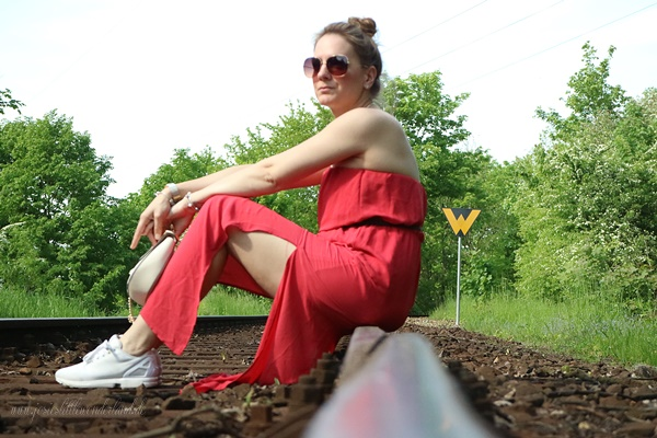 white sneaker &red maxidress - www.josieslittlewonderland.de . outfit, rotes maxikleid new yorker, weiße adidas zx flux, chloé drew dupe von new yorker, sommer outfit