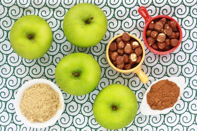 baked granny smith apples recipe with cinnamon, brown sugar, hazelnut