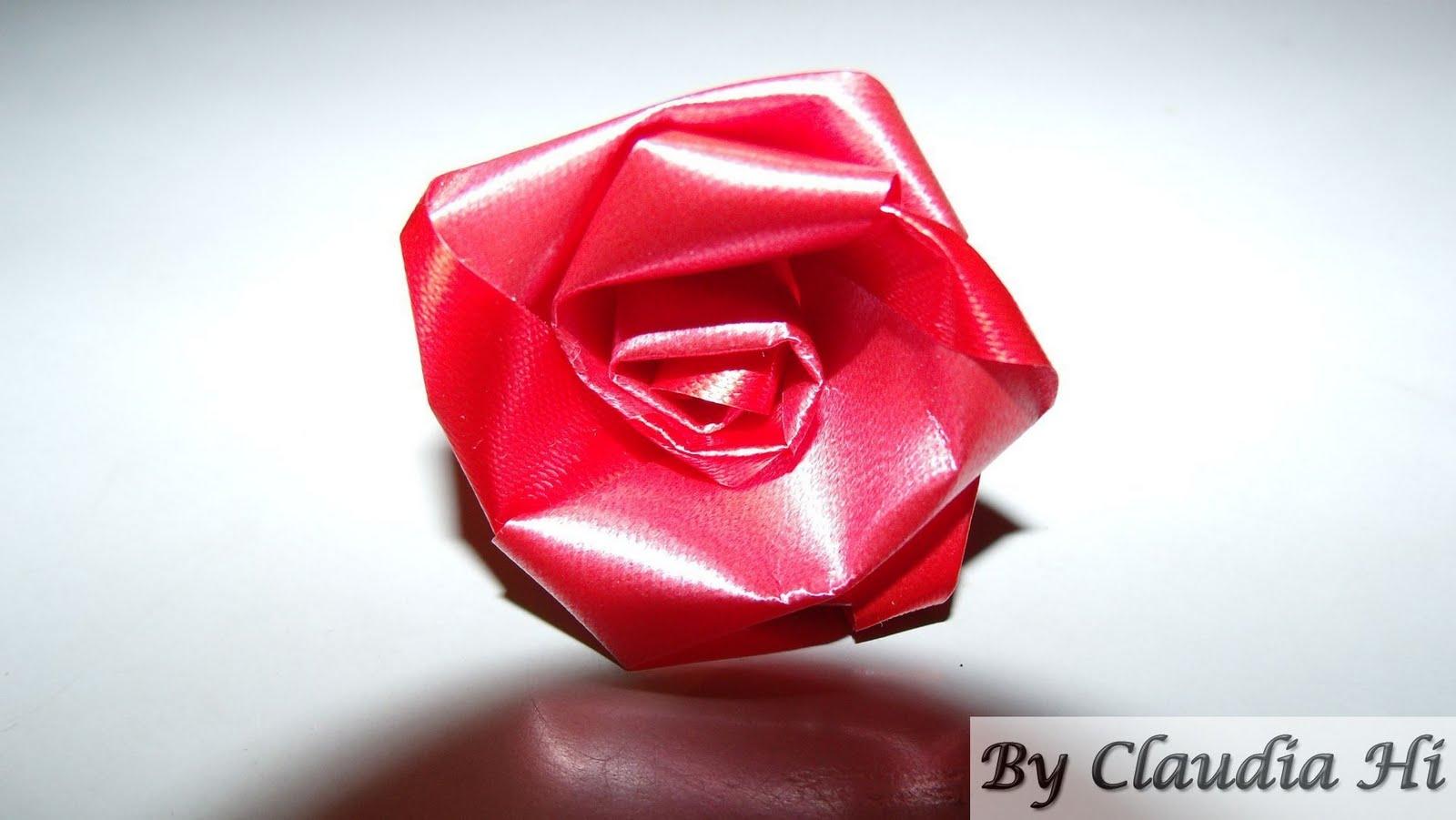 flor de fita decorativa vermelha