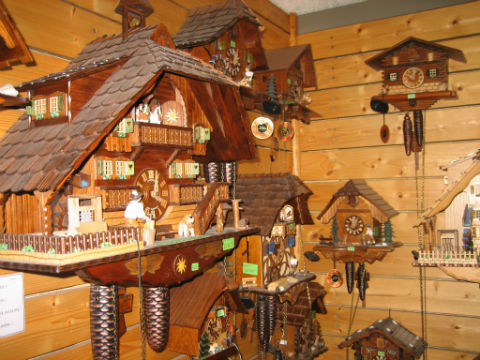cc064310fdf Quem gostar muito da engenhoca poderá conhecer os dois maiores relógios  cucos do mundo