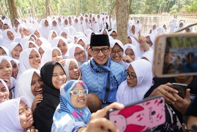 Ziarah ke Makam Habib Kwitang, Sandiaga: Ini Masih Kerabat