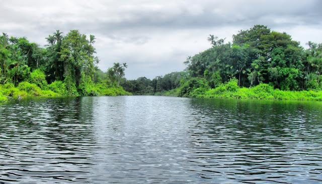 Danau Mablu terletak di kawasan Hutan Lindung Pulau Bakung kecamatan Kuala Indragiri, Indragiri Hilir, Riau. Danau Mablu saban tahun dijambangi oleh ribuan ekor burung bangau Bluwok, Bangau Tong-tong yang konon berasal dari Negeri Kanguru Australia. Tak hanya itu terdapat juga keindahan alamnya antara lain yaitu Kantung Semar, Kayu Meranti  yang sudah mulai langka untuk dijumpai.