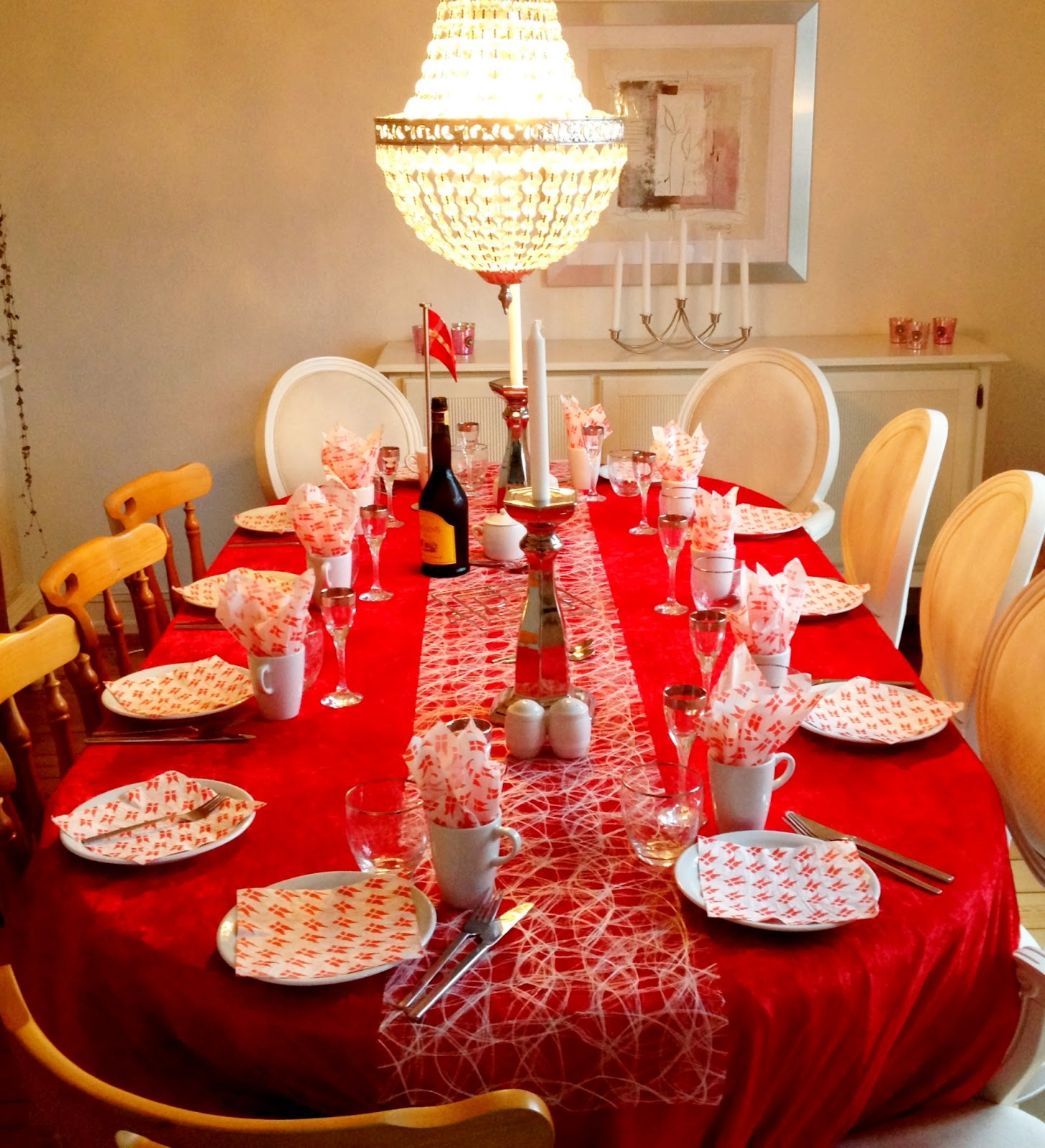 surprise, fødselsdag, weekend, 23 år, familie, kort, rødgrød, jordbær, grød, brunch, gaver, roser