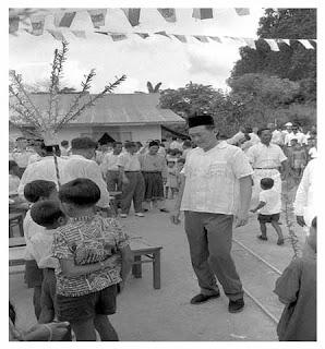 Lee Kuan Yee peduli anak anak