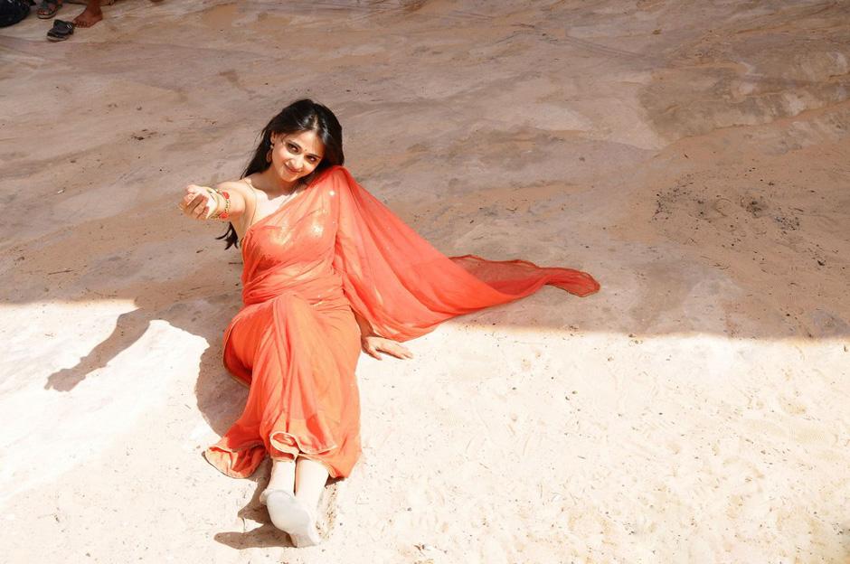 Prabhasmyhero Blog Prabhas Awesome Hd Stills Without: Anushka Shetty Photo Stills: Anushka In Orange Saree