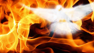 Que nomes e títulos a Bíblia usa para o Espírito Santo?