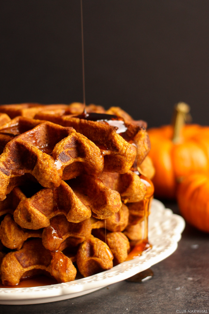 APPLE PIE WAFFLES | A THANKSGIVING BLOG HOP - Club Narwhal