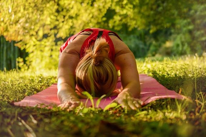 योगाभ्यास कैसे शुरू करें? खुद ही शुरू शुरू करें या योग शिक्षक के दिशा निर्देश मे करें?