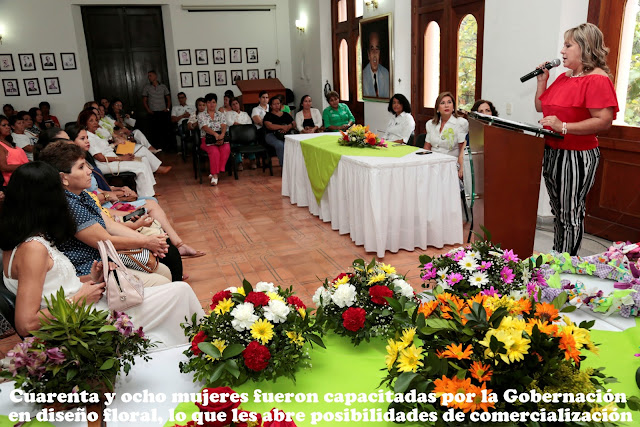 Gobernación NdeS certifica a 48 mujeres en diseño floral #RSY #OngCF