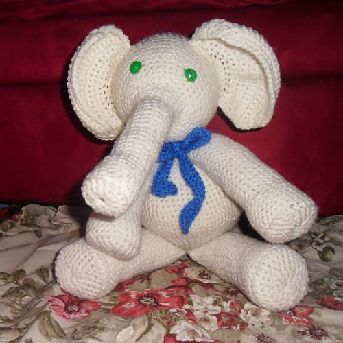 Amigurumi Elephant Bookmark Crochet Pattern | Supergurumi | 500x500