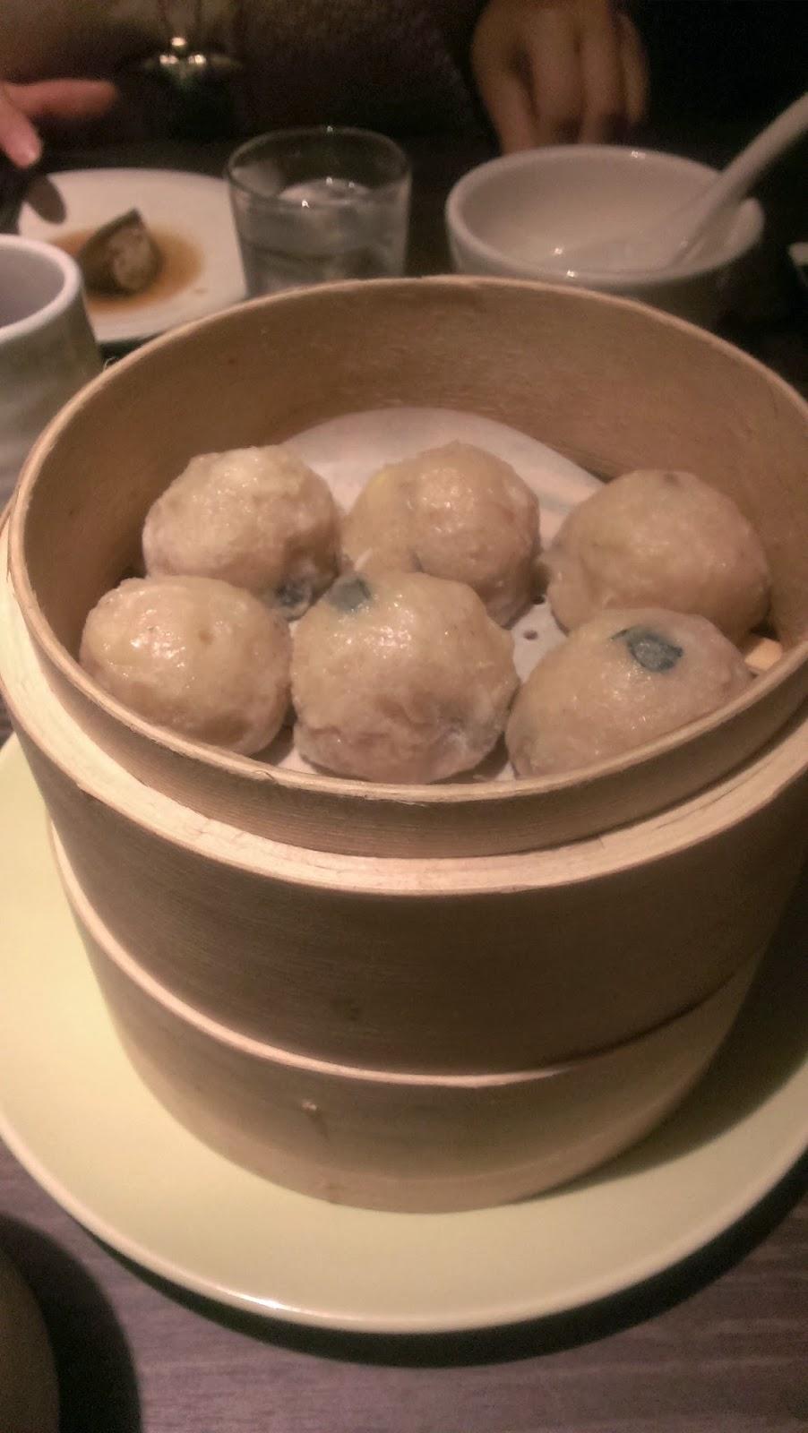 2014 11 08%2B18.58.13 - [食記] 香聚鍋 - 高價、精緻的火鍋,食材新鮮多樣適合好久不見的小聚