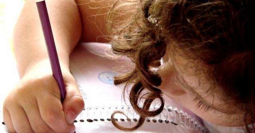 El exceso de tareas puede causar efectos negativos en el rendimiento escolar