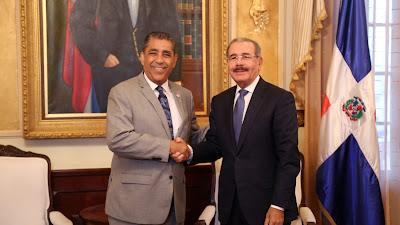 VIDEO: Adriano Espaillat, alegre por triunfo Danilo Medina, recibido en Palacio Nacional