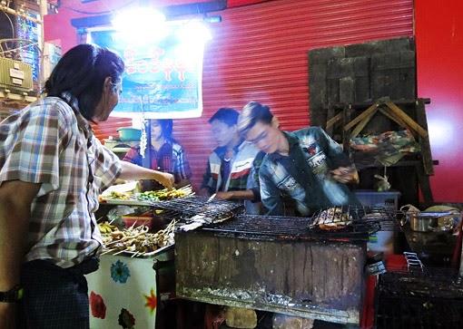 Yangon street food in Chinatown