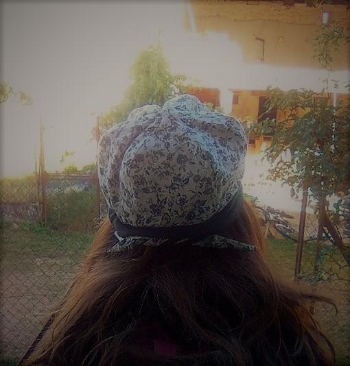 b3406309f334 Les chapeaux sont réversibles   Tout en tissu, il vous suffit de les  retourner pour créer l illusion que vous avez un autre chapeau !