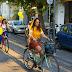 Skirt Ride: Μερικές γυναίκες στην Αθήνα συνδυάζουν τη θηλυκότητα με το ποδήλατο και δίνουν χρώμα στην πόλη