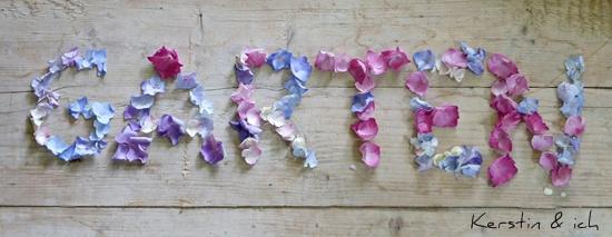 Schriftzug Garten mit Blütenblättern