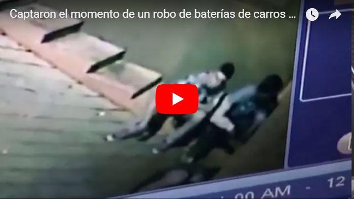 Así se robaron las baterías de un estacionamiento en Chacaíto