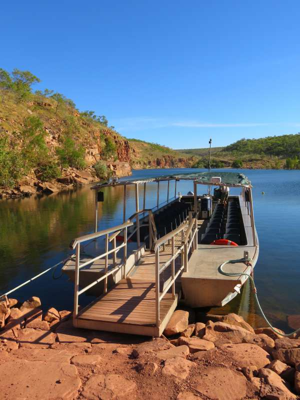 Tour boat at Chamberlain Gorge