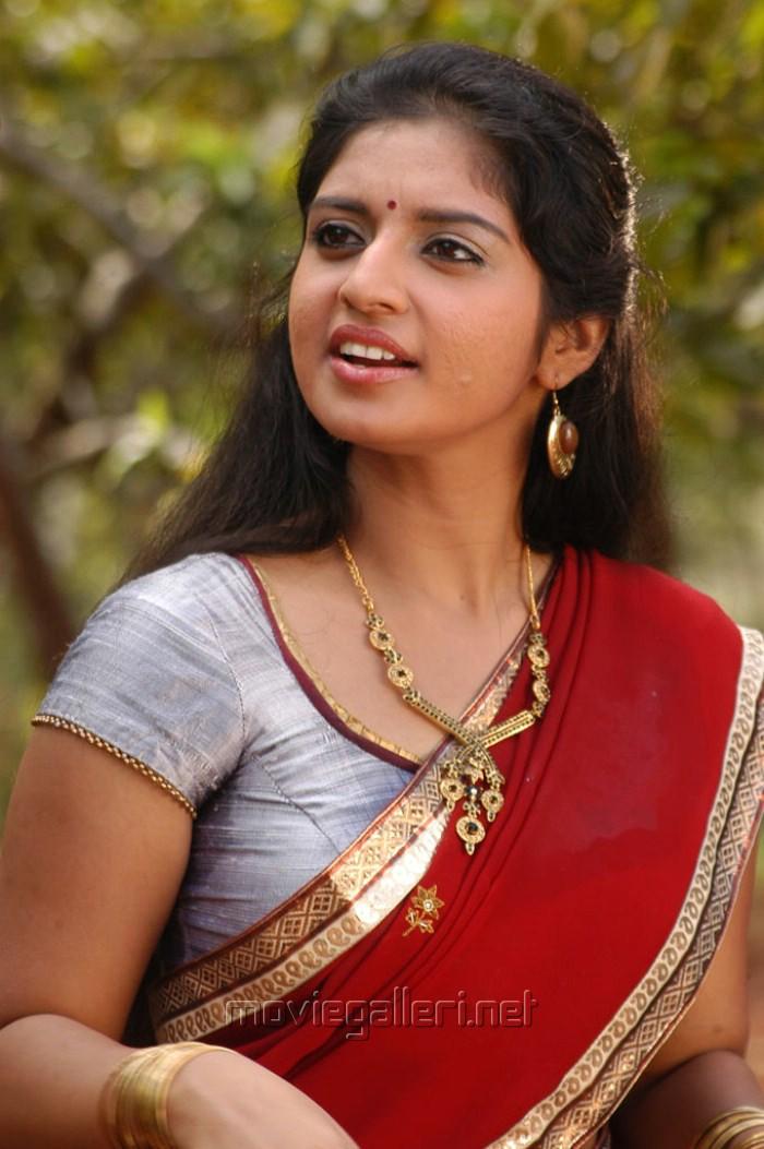 Indian Actress Tamil Actress Athmiya Boobs Show Side View-6199