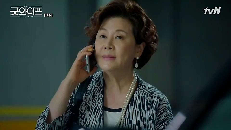 Hasil gambar untuk gambar ibu direktur menelepon