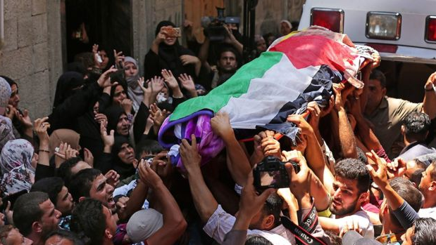 Jenazah Razan diselimuti bendera Palestina.(GETTY IMAGES/AFP/MAHMUD HAMS)