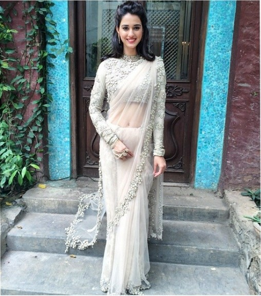 disha-patani-in-silver-beautiful-dress